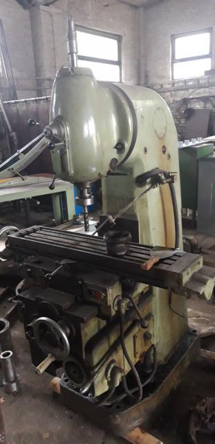 Milling machines - vertical - 6H 10