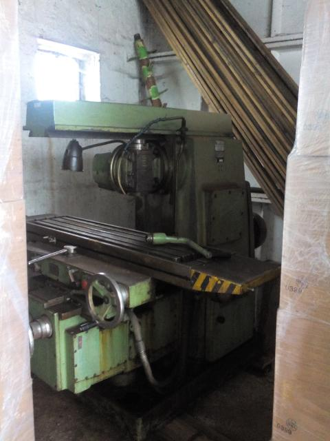 Milling machines - vertical - 6P 82