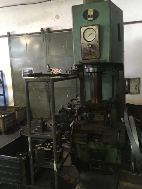 Presses - hydraulic - P 6330