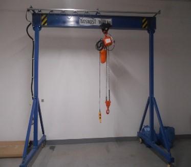 Ostatní stroje - jeřáby - Portálový jeřáb 1600 kg